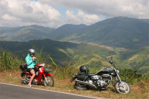 The road between Mae Sot and Umphang
